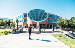 США: стипендия на бакалавриат в размере 55 200 долларов США